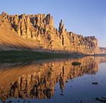Река Оленёк. Оленёкские столбы у впадения Укябиль-Юряге.