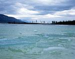 Озеро Глубокое. Даже в середине июля на озёрах ещё можно увидеть остатки льда.