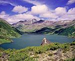 Озеро Дальнее в районе потухшего вулкана Бакенинг. Вид от юго-западного залива на северо-восток.