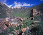Селение Тиб и развалины старых строений