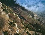 Юго-западный склон Демерджи-Яйлы. Облаком закрыт вид на Алушту.
