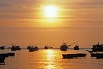 Закат в рыбацком посёлке Муйне