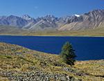 Озеро Водораздельное. Горы Сунтар-Хаята на границе между Якутией и Хабаровским краем. Истоки реки Лабынкыр.