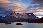 Массив Куэрнос дель Пайне. Вид с озера Пеое.